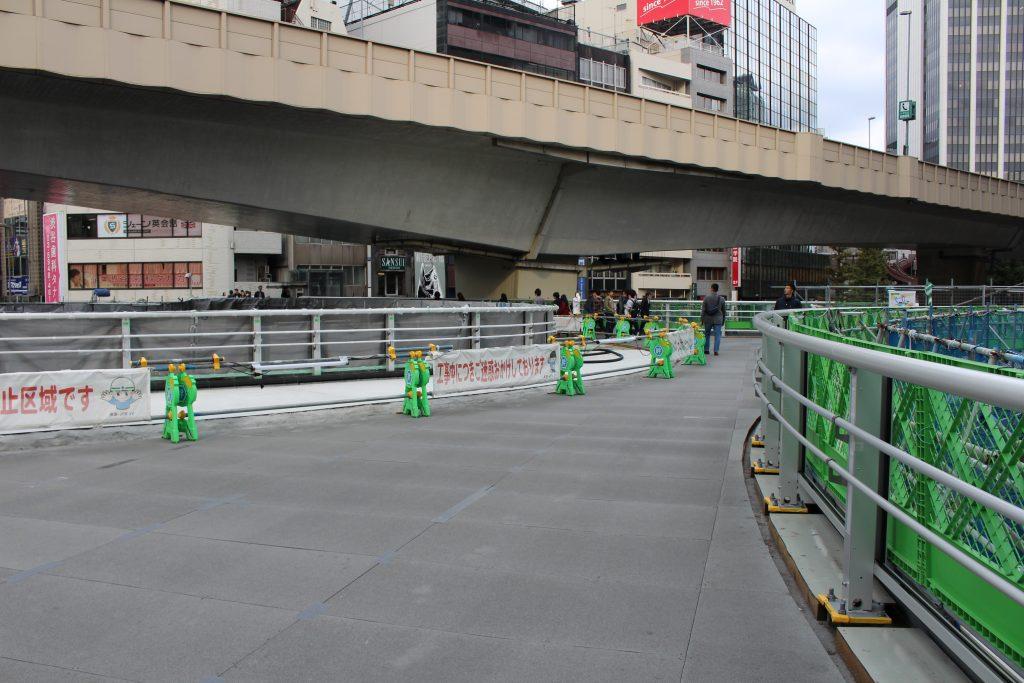 渋谷駅前の歩道橋の工事の様子