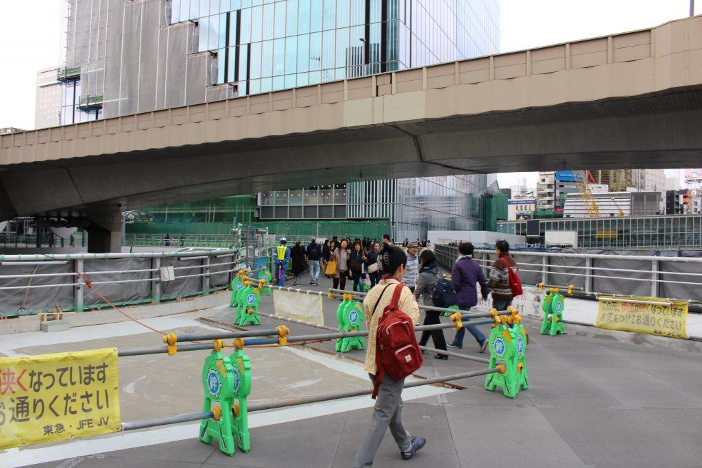 渋谷駅前の歩道橋の工事の様子2