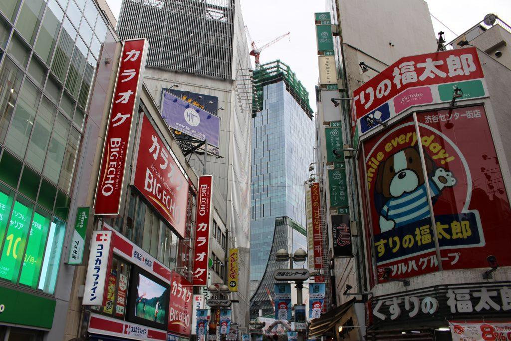 センター街から見た渋谷スクランブルスクエア