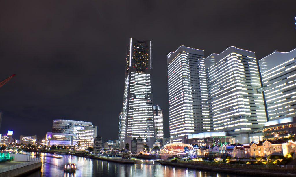 みなとみらい全館点灯タワーズミライトで輝くランドマークタワーとクイーンズスクエアなど