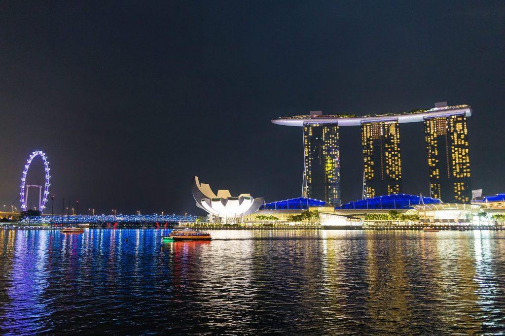 カジノを含む統合型リゾート(IR)の例(シンガポールのマリーナベイサンズ)
