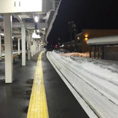 飯山駅のホームの風景写真