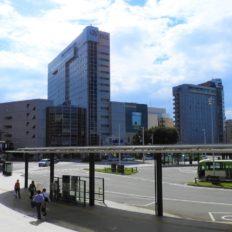 富山駅南口の市街地の写真