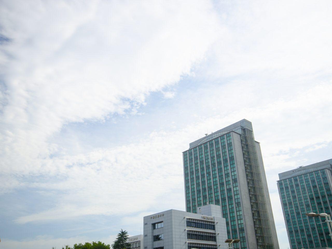 モリシア津田沼に隣接する千葉工業大学の写真