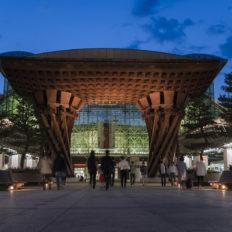 石川県の中心都市金沢市の金沢駅の風景写真