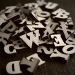 アルファベット(英語)の特殊文字&記号一覧(コピー機能あり)筆記体や斜めの可愛い特殊文字